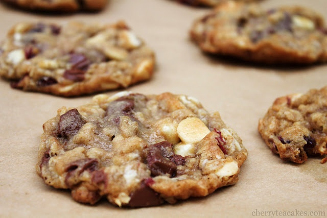 Tart Cherry Chocolate Oatmeal Cookies | Cookies, Cookies, and MORE Co ...