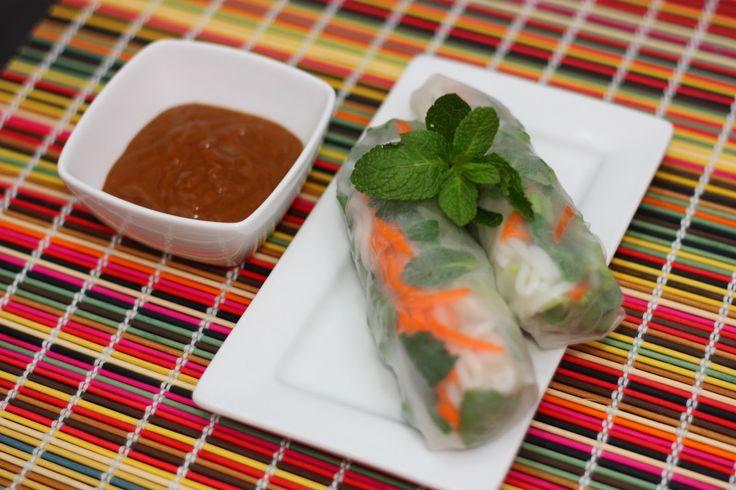 Vietnamese Fresh Spring Rolls with Peanut Sauce (Goi Cuon voi Tuong D ...