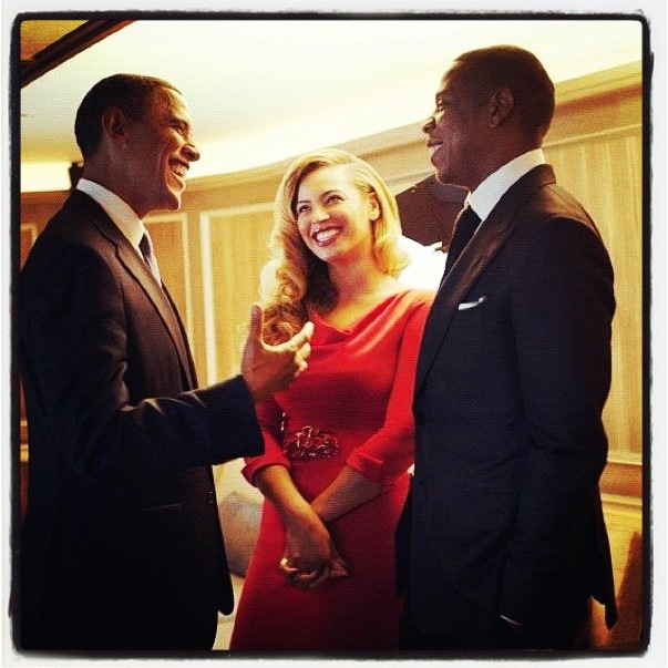 A long way from Marcy Projects. Jay-Z kickin' it with the leader of the free world.. Awesome! #BarackObama #JayZ #Beyonce #Obama2012