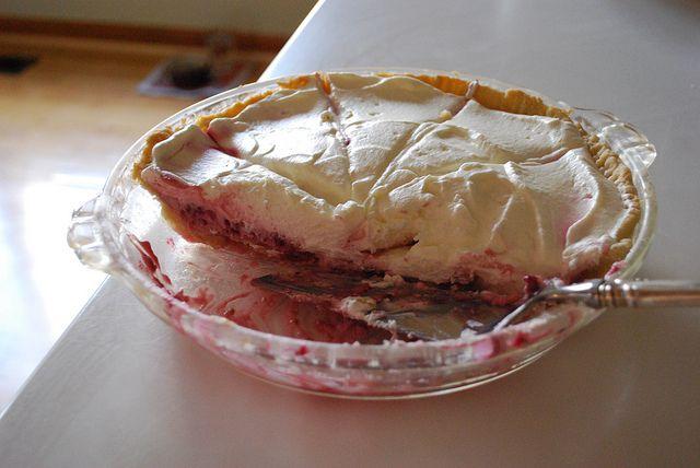 Easy Raspberry Cream Pie, with sweetened condensed milk