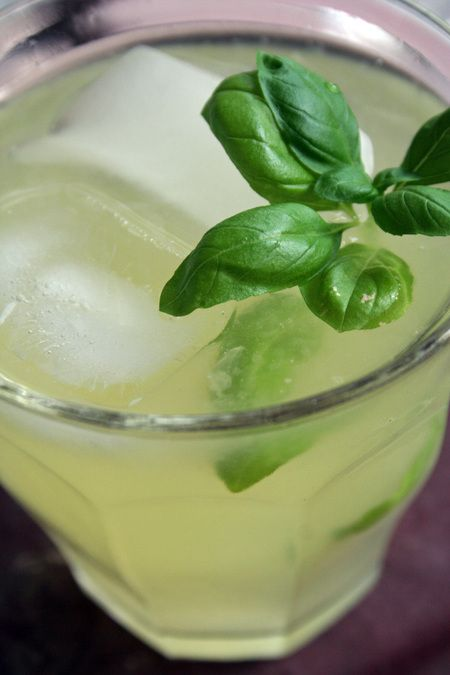 basil lemon gimlet - @Carrie Forresr, lookie lookie at what Dee Dee ...