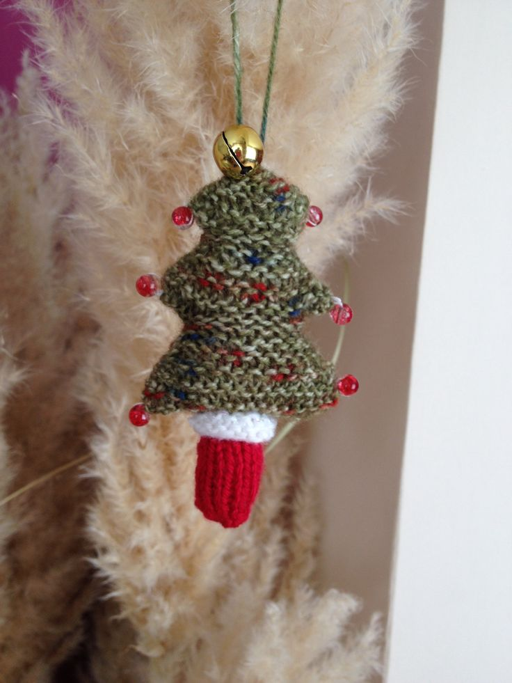Mini knitted Christmas tree.