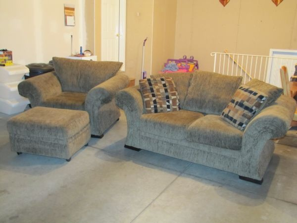 Love seat for living roomtv area it comes as a set for 550 maybe