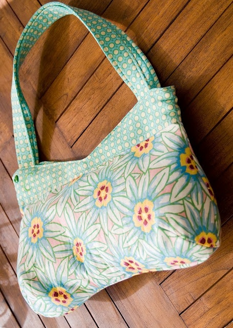 Curvy bag (with free PDF pattern)