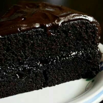 DARK CHOCOLATE FUDGE CAKE | Looks good enough to eat | Pinterest