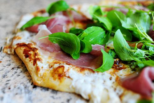 pizza with arugula arugula amp mozzarella pizza arugula parmesan ...