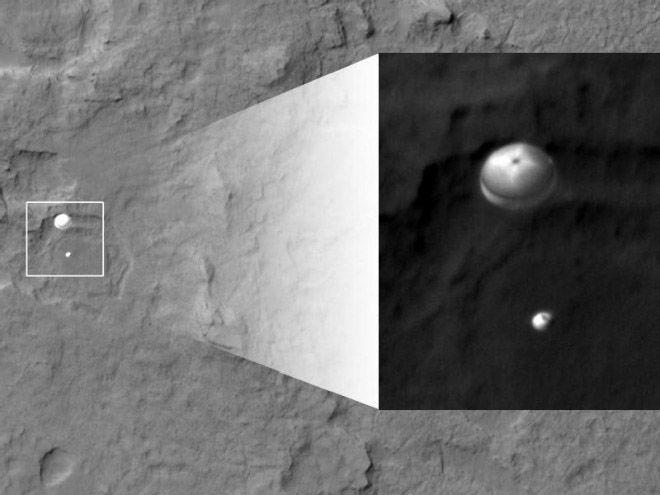 Mars Reconnaissance Orbiter Captures Amazing Image of Curiosity Rover's Descent