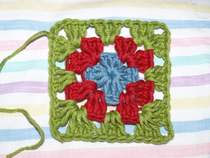 Crochet Stitches Us To Aus : Granny Squares tutorial - UK I want to do this with coloured squares ...