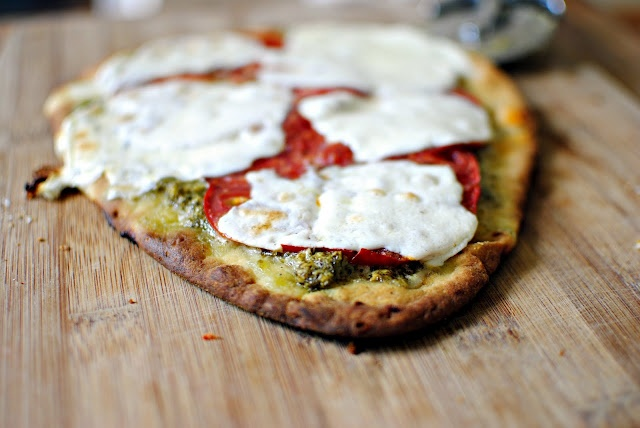 Pesto naan pizza | Lunch & Dinner | Pinterest