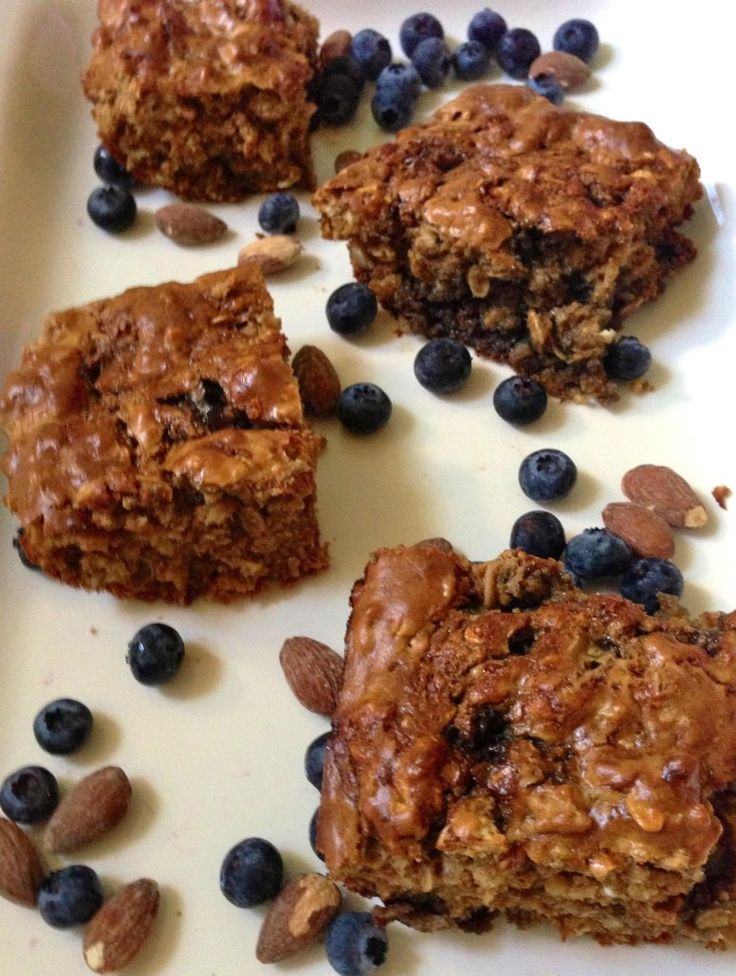 Peanut Butter and Jelly Protein Bars... yes please!