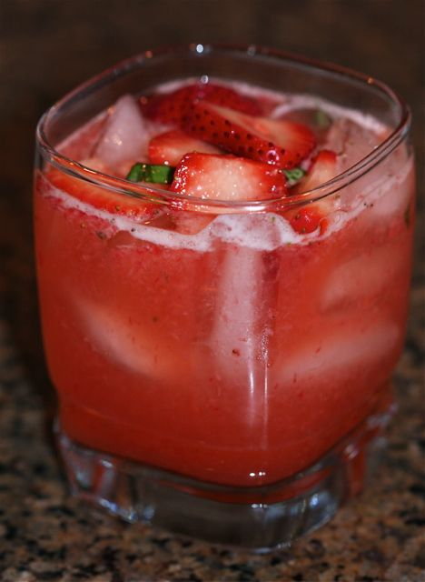 Strawberry Basil Lemonade | Drinkalicous | Pinterest