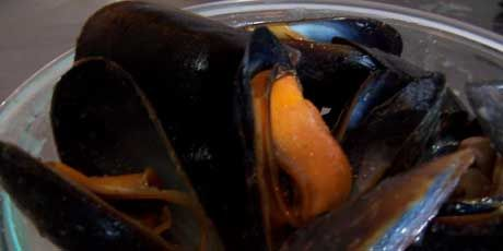 Thai Steamed Mussels - Michael Smith   Too many recipes, so little ti ...