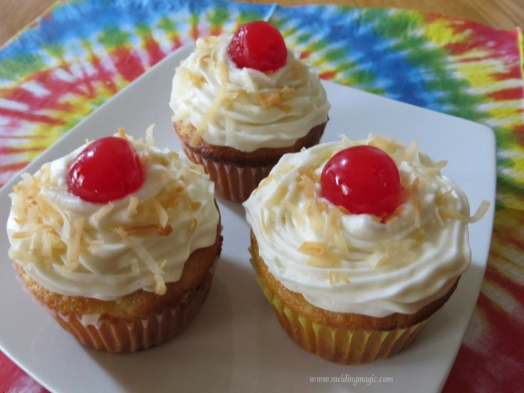 Pina Colada Cupcakes | Oh I love the cupcakes! | Pinterest