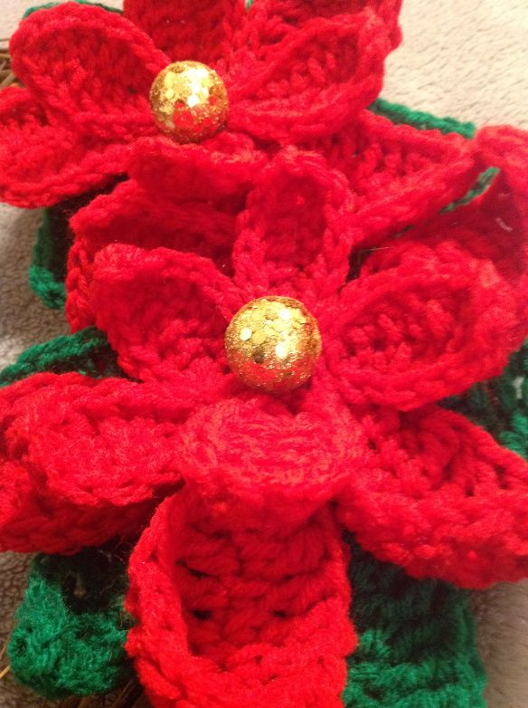 Free Crochet Patterns For Christmas Flowers : Free Crochet Pattern: Poinsettia Crochet Flower Pinterest