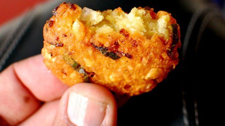 ... Kerala Recipe - spicy vegetarian split pea based fritters | Kerala