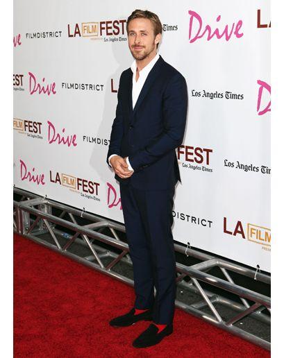 Ryan Gosling red socks / Ryan Gosling con calcetines rojos ryan gosling socks | Walk About.