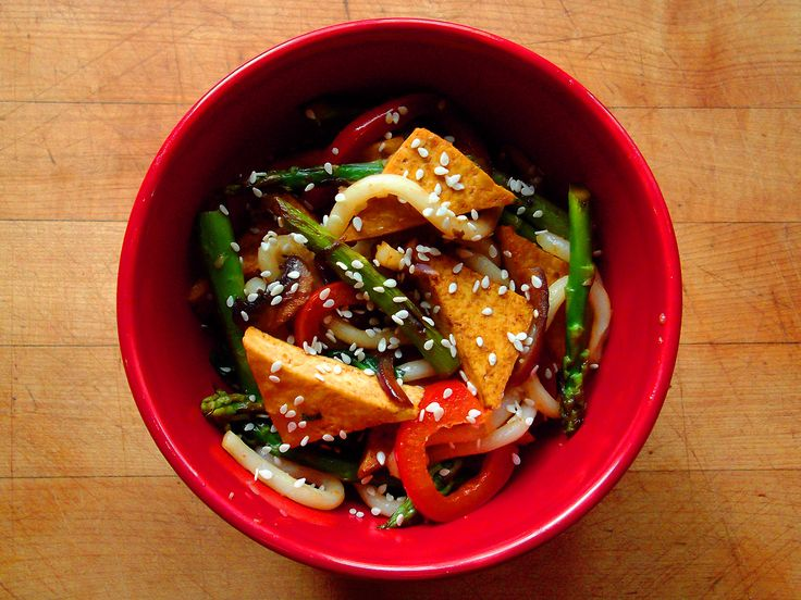 Stir-fried extra-firm tofu, asparagus, red bell pepper, white button ...