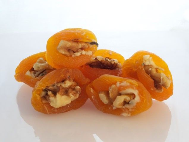 Dried Apricots with Blue Cheese and Walnuts. #snack #appetizer http://www.ivillage.com/easy-appetizer-ideas/3-b-339970#339974