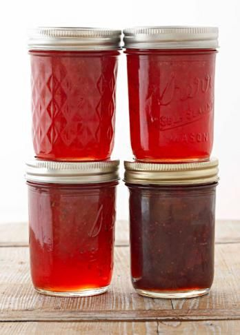 Strawberry jam with several variations that will make it even better!