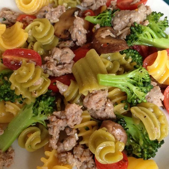 Quinoa pasta, turkey sausage, steamed broccoli, crimini mushrooms ...
