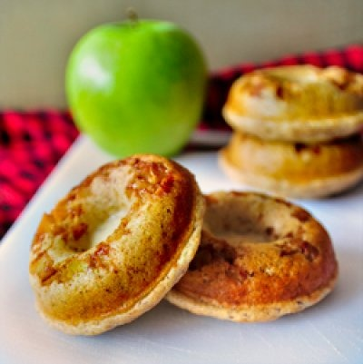 apple protein donuts (vegan/low fat/no sugar added). sounds ridiculous ...