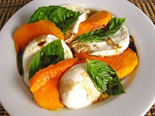 Mango Caprese Salad http://www.closetcooking.com/search/label/Salad ...