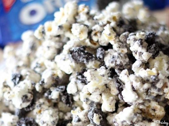 Cookies And Cream Popcorn @Elizabeth Lockhart Kelley WOWEE!!!!!