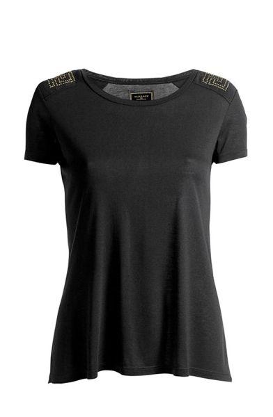 Camiseta com aplique de tachas: R$  49,90