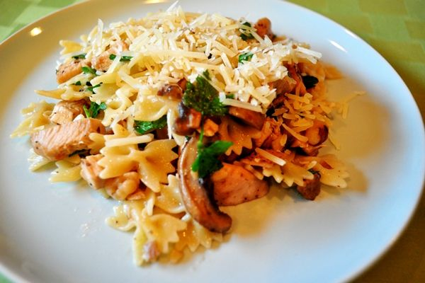 spinach and sun dried tomatoes farfalle abruzzese with veal porcini ...