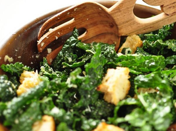 Kale caesar salad | NOM NOM NOM | Pinterest