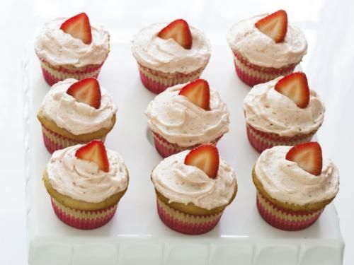 Strawberry surprise cupcakes | Cupcake ideas | Pinterest