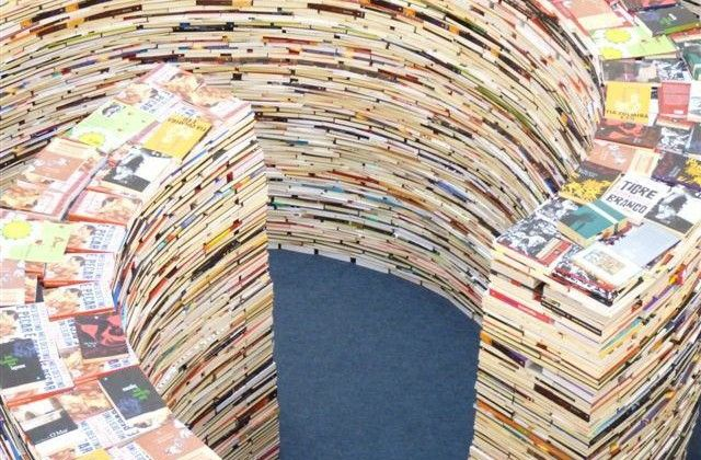 London Made Giant Maze Constructed of 250,000 Books