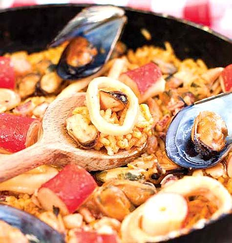 traditional paella valenciana. | get in my belly. | Pinterest