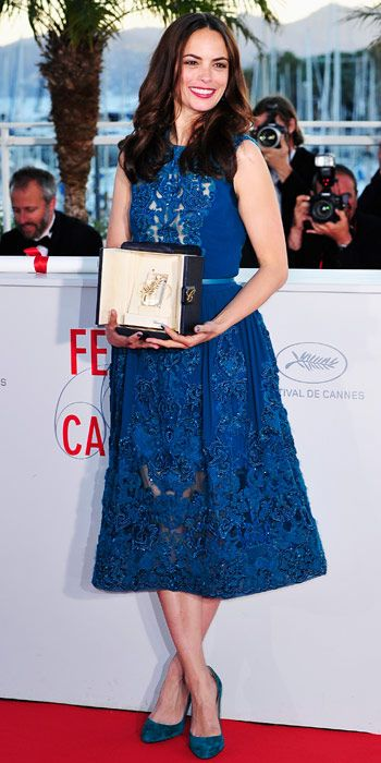 winner Berenice Bejo in a blue Elie Saab dress and Christian Louboutin shoes in Cannes 2013