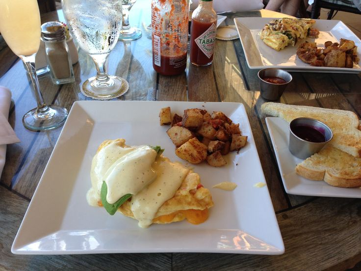 BreAkfast at the 5 Palms, Maui - Crab and Avocado omelette with ...