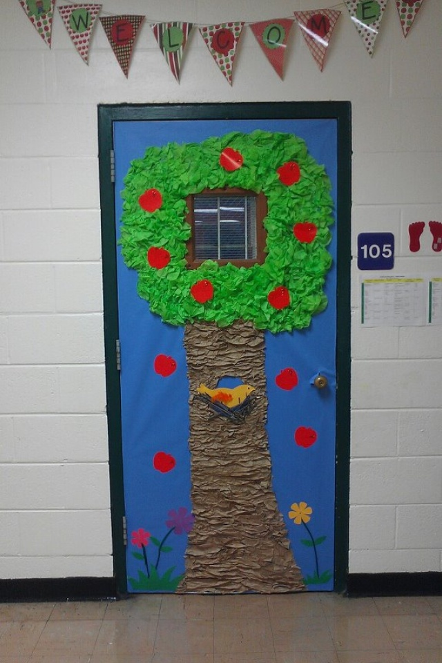 Classroom door tree preschool ideas pinterest for Apple tree classroom decoration