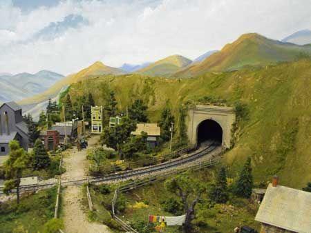 Model railroad mountain scenery techniques