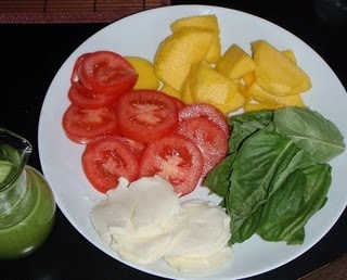 Caprese salad with a twist of mango | Dinner Things | Pinterest