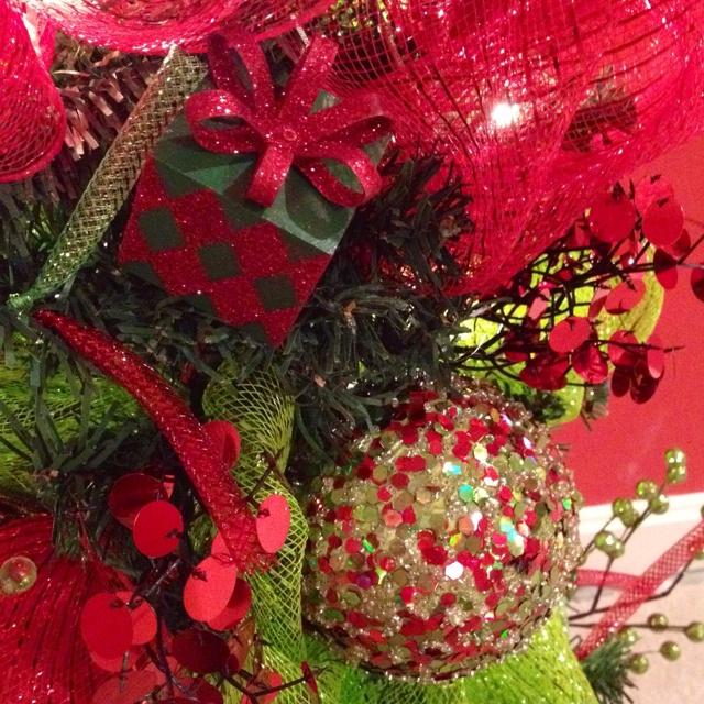 Deco mesh christmas tree decor wreath designs pinterest for Deco christmas decorations