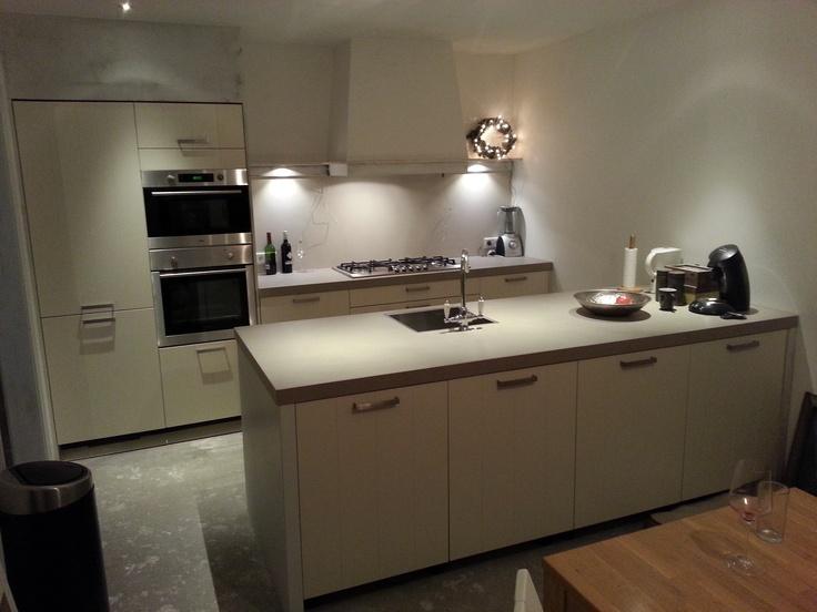 Keuken Kastenwand Met Nis : keuken met wandkookdeel en kastenwand deels in bouwkundige nis