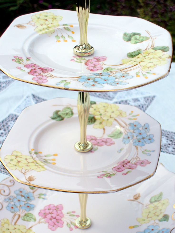 Pretty cake stand cakestand vintage afternoontea for Pretty cake stands