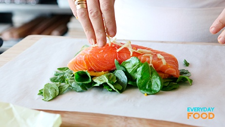 salmon and spinach in parchment | yummy | Pinterest