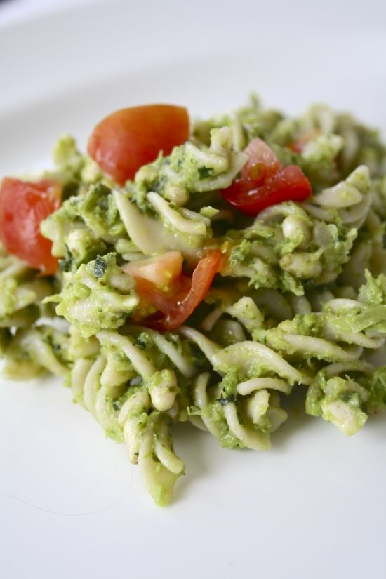 Creamy Avocado Pesto Pasta | Vegan Recipes | Pinterest