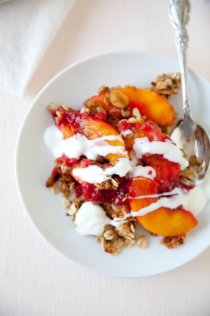 Peach Raspberry Granola Crumble | who would eat this. | Pinterest
