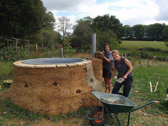 Cob hot tub diy faron pinterest for Outdoor bathtub wood fired