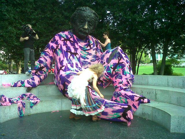 Albert Einstein Statue Gets Yarn-Bombed. Funny!