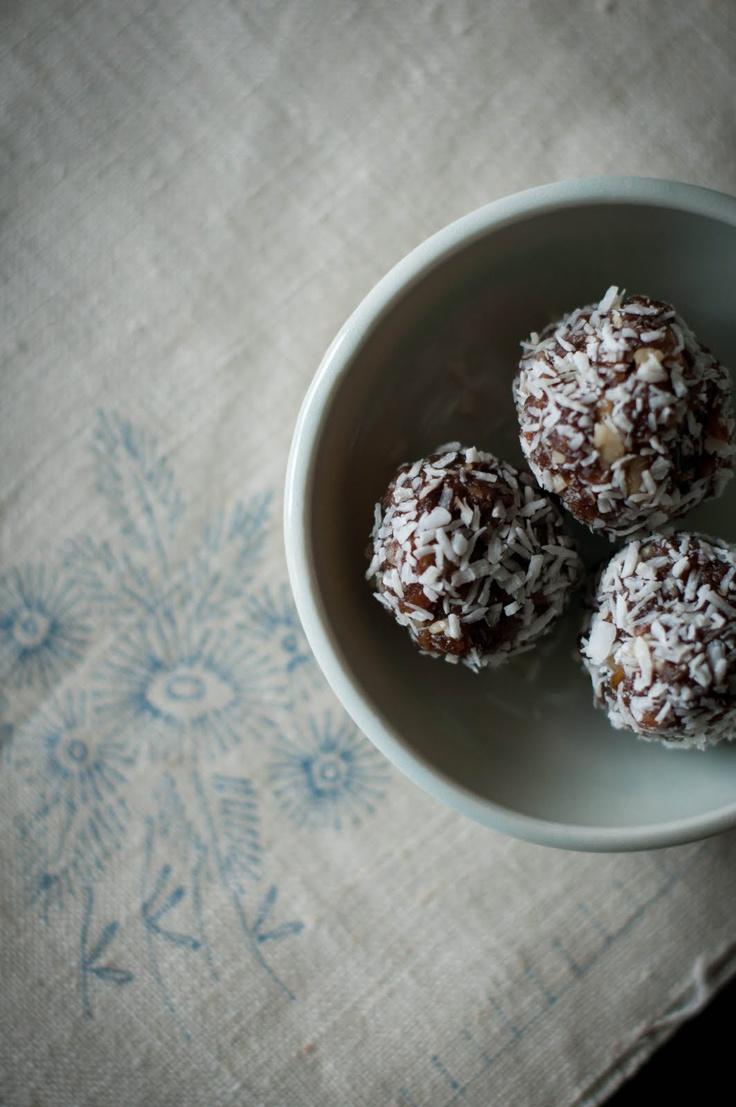 homemade raw energy bars/balls-- gluten free + dairy free