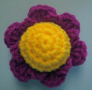 Crochet Flower Pincushion Pattern : FLOWER PINCUSHION CROCHET PATTERN ? Free Crochet Patterns