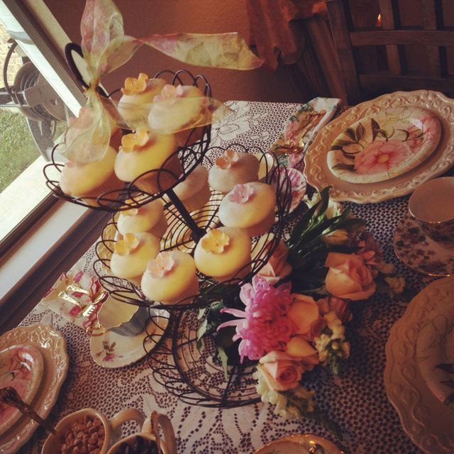 Pretty tea party cupakes