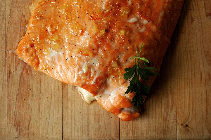 Baked Salmon Fillet with gin, honey and marmalade glaze. Dinner in 30 ...